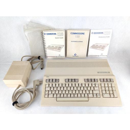 Commodore 128 m. strømforsyning
