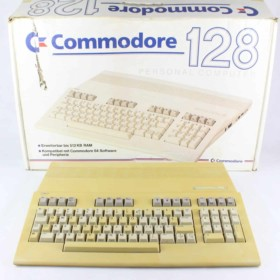 Commodore 128 m. komplet med kasse, manual og strømforsyning.